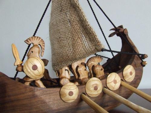 fából faragott görög gálya
